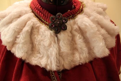 how to make a cape, make a cape, royal cape, simplicity pattern